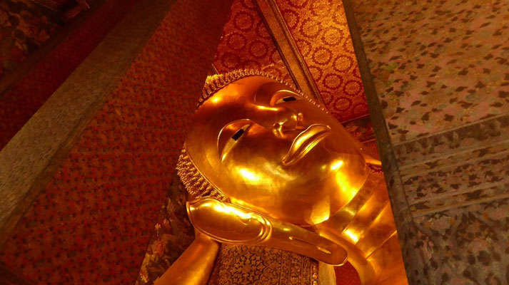 Bild: Kopf der 15 langen Buddha-Statue im Tempel What Pho