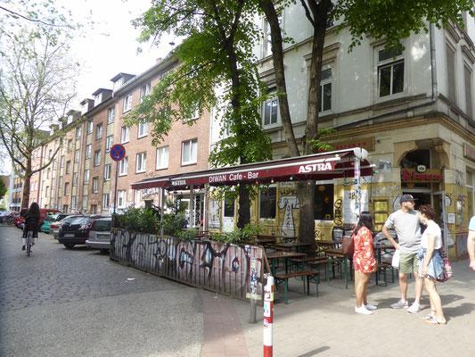 Bild: Straßenrestaurant- und Cafés in der Schanze die ihr südlichen Flair verleihen - Foto 2