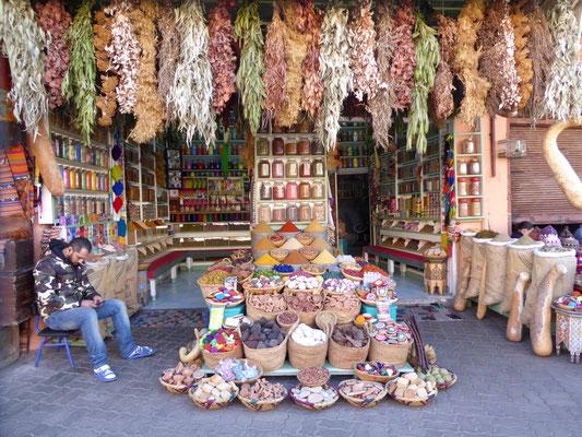 Bild: Djemaa El Fan Geschäft in Marrakech