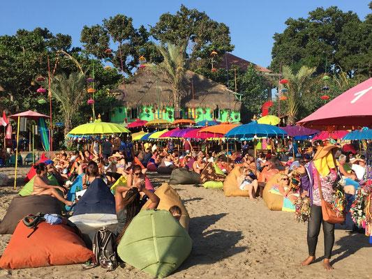Bild: Restaurant am Strand von Seminyak