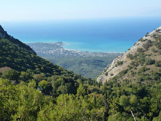 Bild: Blick über die Landschaft ans Meer