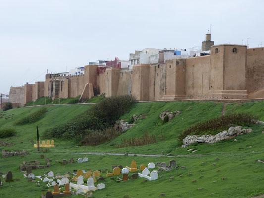 Bild: Alte Festungsmauer vor der Kasbah in Rabat