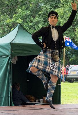Bild: Dancing Competition - auch mal ein junger Mann ist dabei