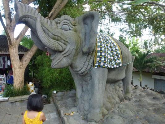 Bild: Elefant beim Parkplatz - Goa Gajah auf Bali