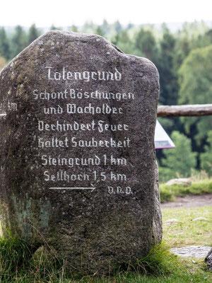 Bild: Findling Totengrund in dem NSG Lüneburger Heide