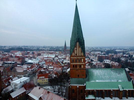 Bild: Lüneburg von oben mit der St. Johanniskirche