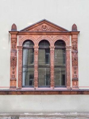 Bild: Fensterportal des Fürstenhof von Wismar