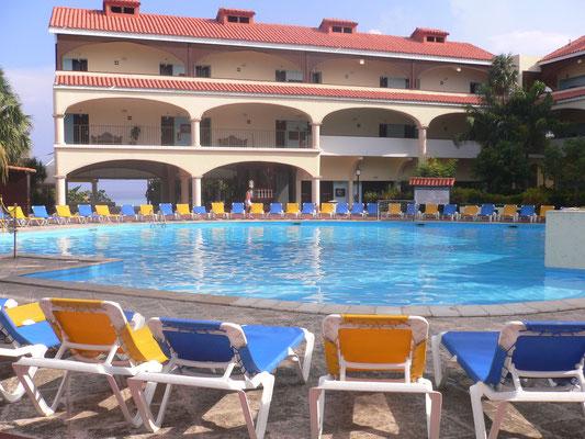 Pool und Hotel unseres Hotels in Varadero