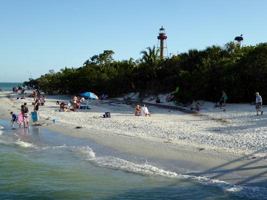 Bild: Strand am Leuchtturm von Sanibel Island in Florida