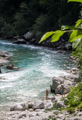 Badende am Fluss