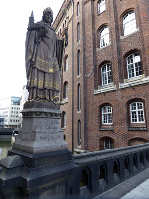 Bild: Trostbrücke mit Statue Bischof Ansgar