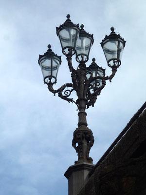 Bild: Straßenlampe am Palazzo Pitti