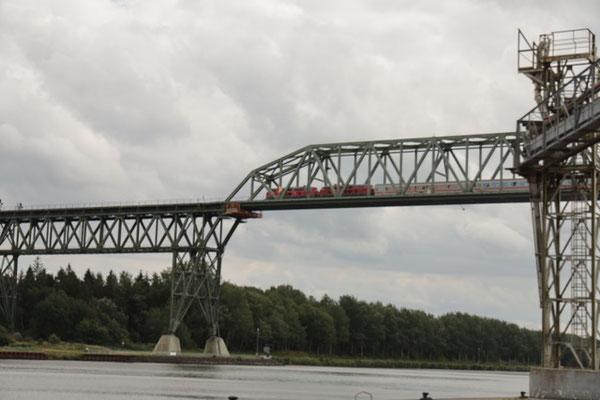 Bild: Brücke über den Nord-Ostsee-Kanal