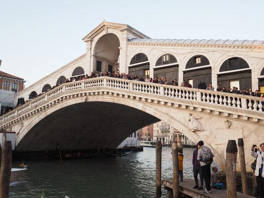 Bild: Die Rialtobrücke in Venedig