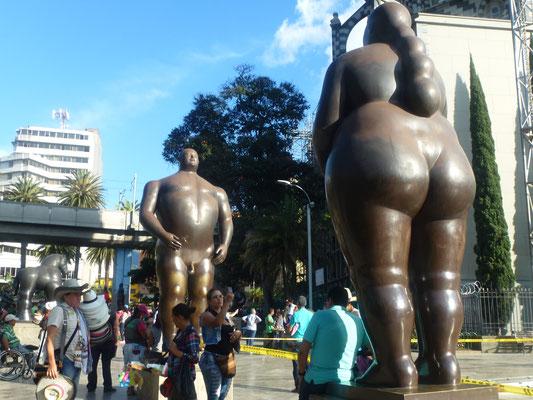 """Bild: Botero Plaza, """"Der Mann und die Frau"""""""