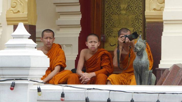 Bild: Mönche im Königspalast