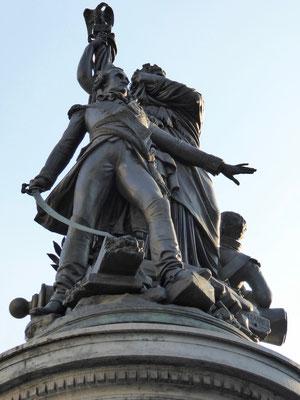 Bild: Das Moncey-Denkmal in der Mitte des Place de Clichy