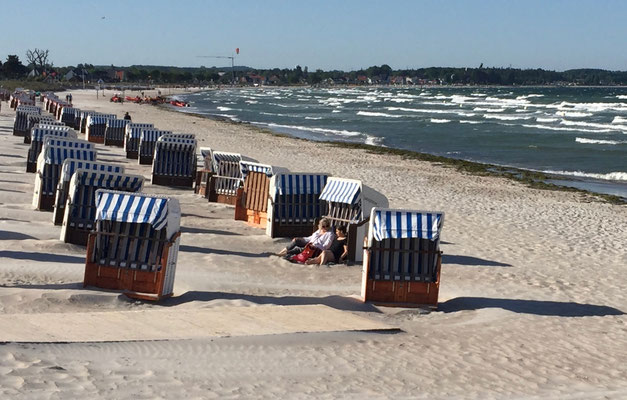 Strand mit Strandkörben in Scharbeutz