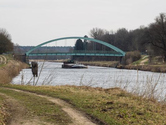 Bild: Die Eisenbahnbrücke über den Elbe-Lübeck-Kanal