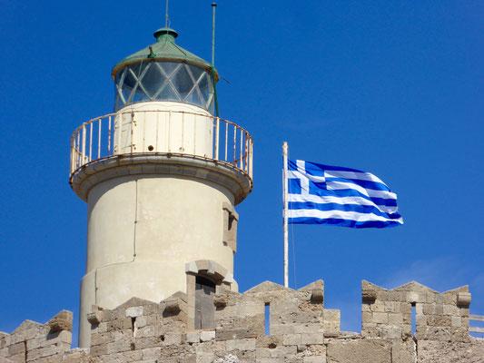 Leuchtturm auf der Festung im Mandraki Hafen