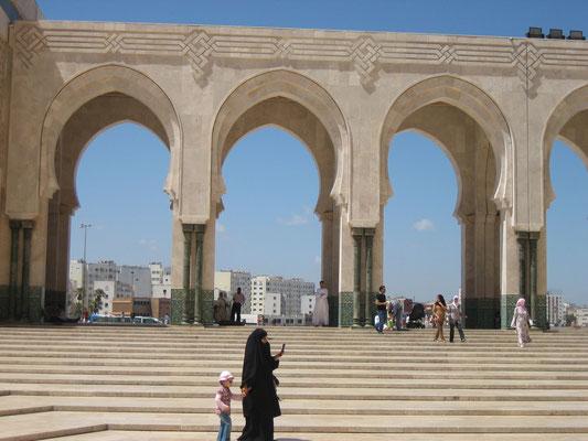 Bild: Torbögen der Moschee Hassan II