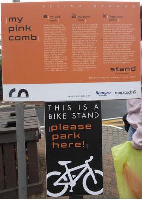 Bild: Hinweisschild zum Fahrradständer