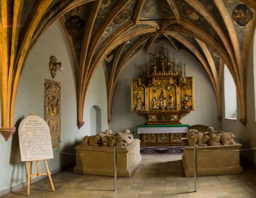 Bild: Ahnenkapelle. Der Altar . Kapelle in Oppeln