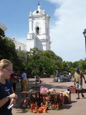 Bild: Blick auf den Kirchturm in Santa Marta