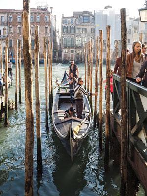 Bild: Gondelfähre in Venedig