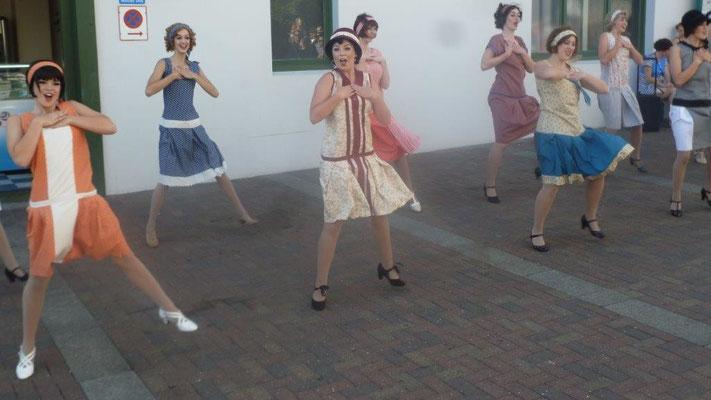 Bild: Tanzende Frauen in Napier