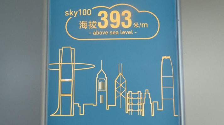 Bild: Infotafel auf dem Observations-Deck  des ICC in Hongkong