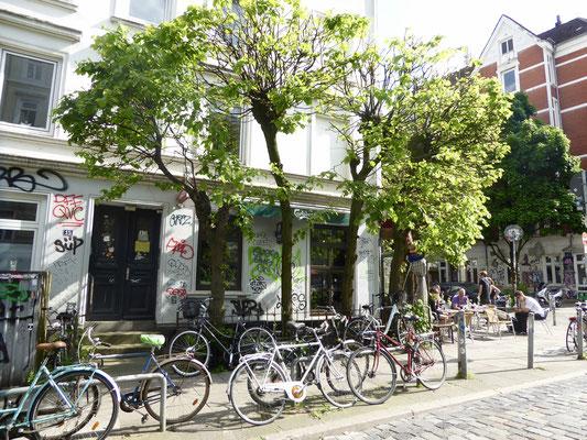 Bild: Straßenrestaurant- und Cafés in der Schanze die ihr südlichen Flair verleihen - Foto 1