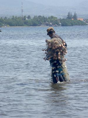 Bild: Fischer mit Fischernetz