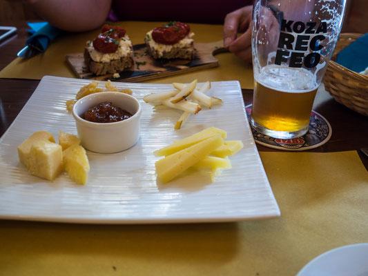 Leckeres Essen mit heimischem Bier