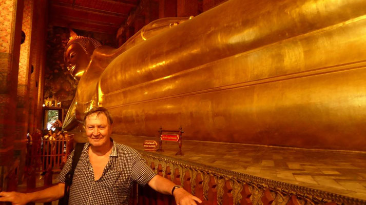 Bild: 15 lange Buddha-Statue im Tempel What Pho