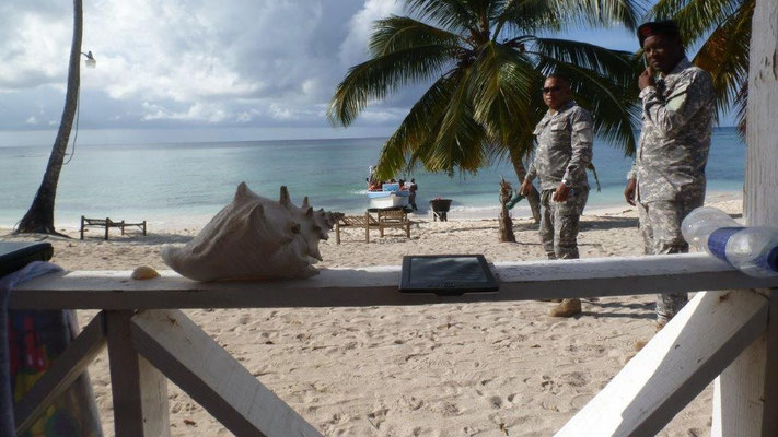 Bild: Militär auch am Strand