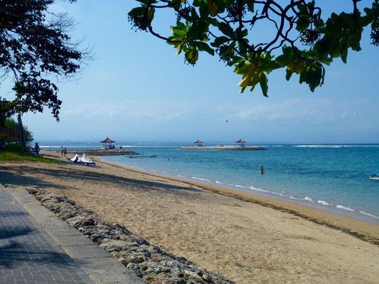 Bild:  Am Strand von Sanur - Foto 1