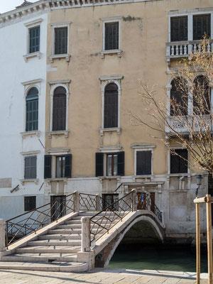Bild: Haus in Venedig mit eigener Brücke als Eingang zum Haus