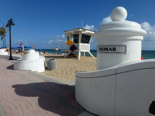Bild: Eingang zum Strand