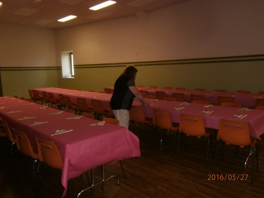 Puis préparation des tables pur accueillir nos invités