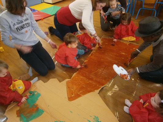 Atelier peinture au sol pour avancer sur nos décors de spectacle