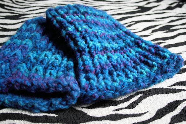 Beinstulpen gestrickt aus ggh Twista in blau - Zebraspider