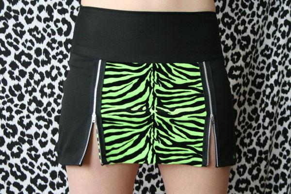 Nähen ist wie zaubern können - Auftrag Rock Zebra grün  - Zebraspider DIY Anti-Fashion Blog