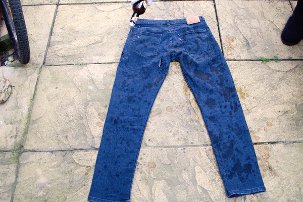 7 common mistakes when bleaching jeans - Domestos Jeans How to - Zebraspider DIY Anti-Fashion Blog