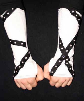 Nähen ist wie zaubern können - Auftrag Männer Armstulpen weiß schwarz  - Zebraspider DIY Anti-Fashion Blog