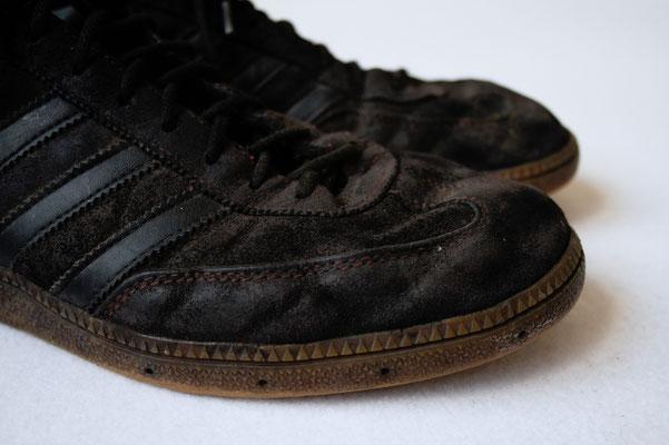 Besser in schwarz - rote Schuhe gefärbt - Zebraspider DIY Anti-Fashion Blog