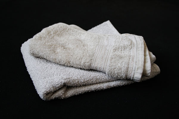 Besser in schwarz - Handtücher vorher beige - Zebraspider DIY Anti-Fashion Blog