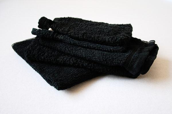 Besser in schwarz - Handtücher nachher tiefschwarz - Zebraspider DIY Anti-Fashion Blog