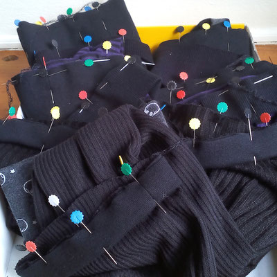 4 Paar Beinstulpen - 4 verschiedene Outfits - Stecknadeln - Zebraspider DIY Blog