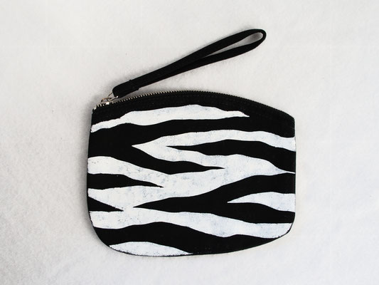 New stencil print zipper pouches - zebra pattern black and white - Zebraspider DIY Anti-Fashion Blog